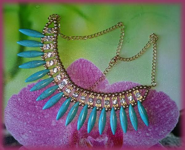 collier plastron turquoise
