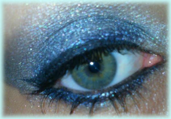 make-up gris bleu