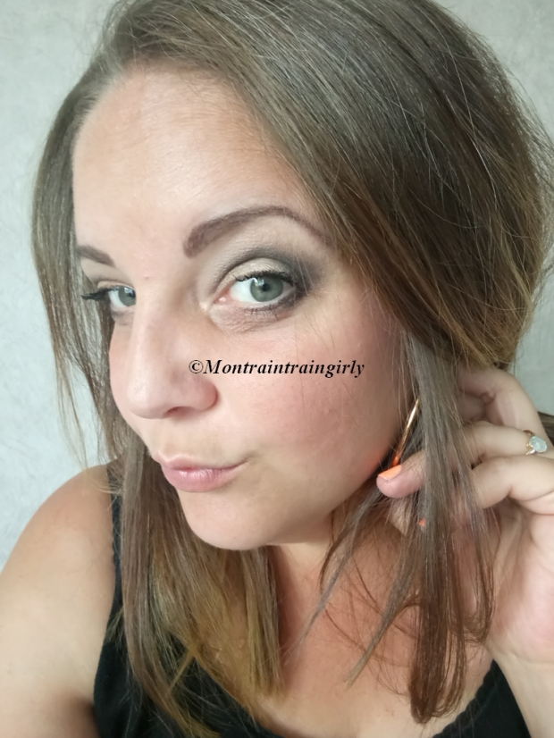 ROUGJ makeup